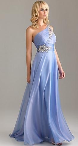 Plesové šaty dlouhé na jedno rameno světle modré
