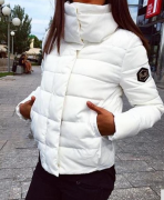 Dámská bunda s vysokým límcem bílá
