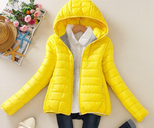 Dámská prošívaná bunda s kapucí