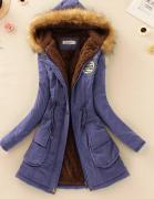 Královsky modrý kabát s kožešinou a kapucí