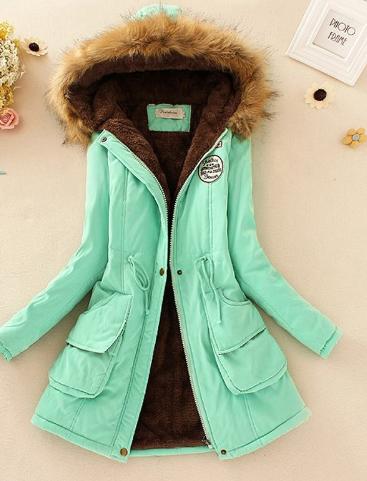 Světle zelený, mentolový, tyrkysový kabát s kožešinou, kapucí