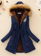 Tmavě modrý kabát s kožešinou a kapucí