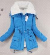 Modrá bunda s kožešinou