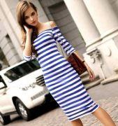 modré pruhované šaty