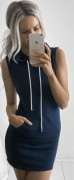 modré šaty s kapucí