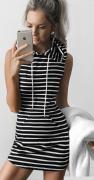 šaty s kapucí pruhované