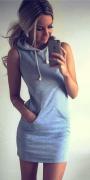 šaty s kapucí šedé