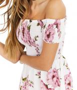 Bílé krátké šaty s květy