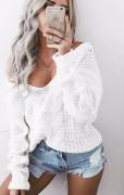 Bílý vlněný svetr