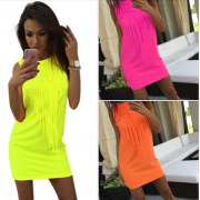 Neonové šaty s třásní