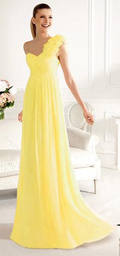 Plesové šaty s ozdobou na jedno rameno 4e3806024e