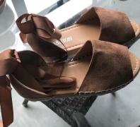Dámské sandály se stuhou