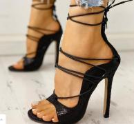 Dámské boty na podpatku , černé