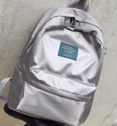 Elegantní batoh lesklý