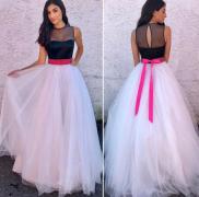 Romantické šaty s růžovou stuhou