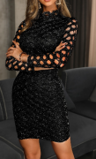 Třpytivé šaty s rafinovaným rukávem